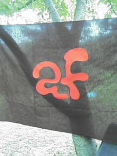この旗は染まらない