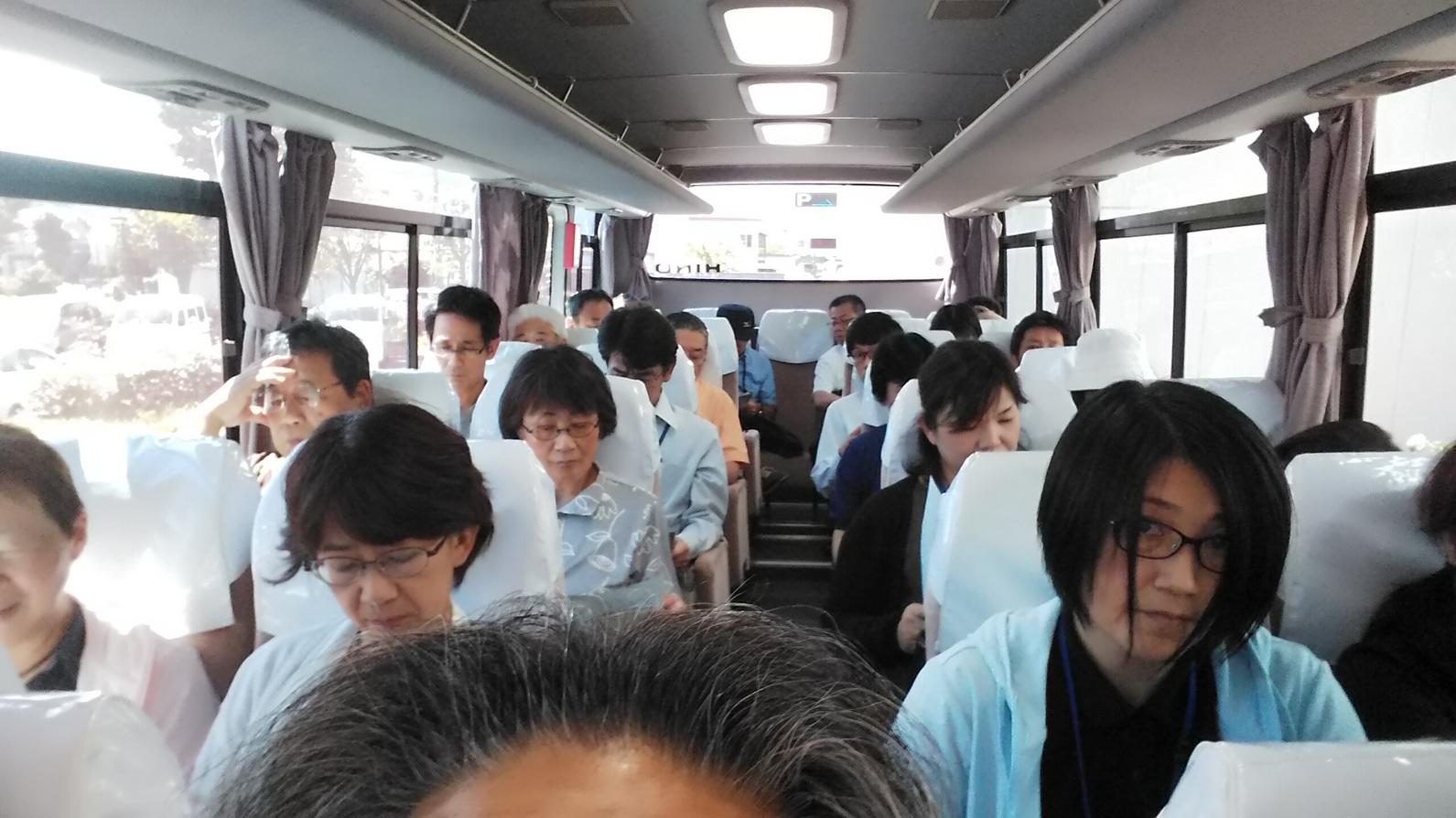 バス車中にて